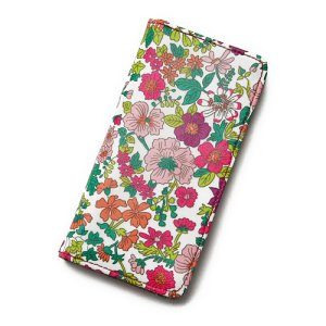 画像1: 【送料無料】 iPhone6sケース 手帳型 リバティ・エミリー(ラスベリー)  おしゃれ  かわいい マグネットを使わないのでカード安全  スマホケース アイフォンケース