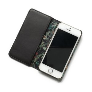 画像2: 【送料無料】iPhoneSEケース iPhone5sケース手帳型 リバティ・ワイルドフラワーズ(ダークブラウン)  おしゃれ  かわいい マグネットを使わないのでカード安全  スマホケース アイフォンケース  スマホケース